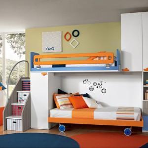 Dzięki kółeczkom dolne łóżko można wysunąć i zastąpić je z biegiem czasu np, biurkiem. Fot. Colombini Casa.