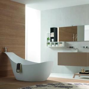 Wanna Canestro włoskiej marki Novello  to model o oryginalnym kształcie z wysoko poniesionym zagłówkiem. Fot. Novello.