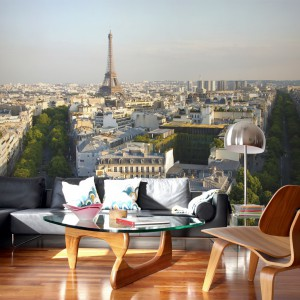 Fototapeta z panoramą Paryża oraz przepięknym widokiem na wieże Eiffla doskonale ożywi przestrzeń każdego salonu. Fot. Pixers.