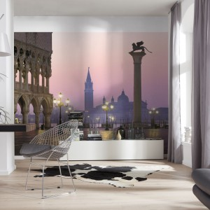 Plac Św. Marka na fototapecie to bardzo romantyczny motyw dekoracyjny w salonie. Fot. Castorama.