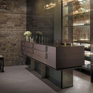 Brązy, dominujące w projekcie, podkreślają elegancki wygląd przestrzeni kuchennej. Fot. Poggenpohl.