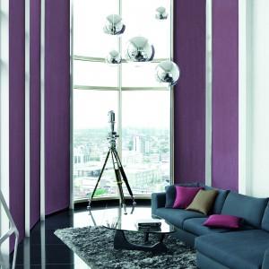 Pomysł na nowoczesną dekorację okna - kolorowa tkanina z kolekcji Barcelona marki Fargotex. Fot. Fargotex.