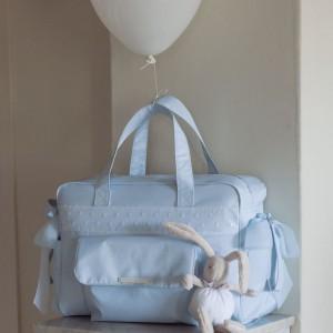 Pojemna torba z trzema praktycznymi kieszeniami sprawdzi się podczas dłuższej wyprawy. Fot. Pasito a Pasito.