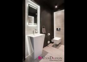 Zdjęcie toalety z płytkami posiadającymi strukturę falistą.