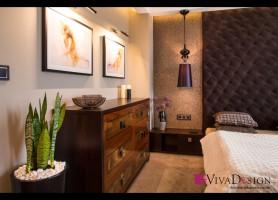 Zdjęcie sypialni z widokiem na komodę