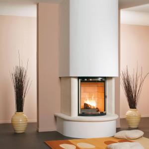 Kominek Baja charakteryzuje się prostą formą nawiązującą swym wyglądem do klasycznych aranżacji kominkowych.  Żeliwny wkład kominowy  gwarantuje widoczne piękno ognia i duża moc grzewczą. Wycena indywidualna, Koperfam.