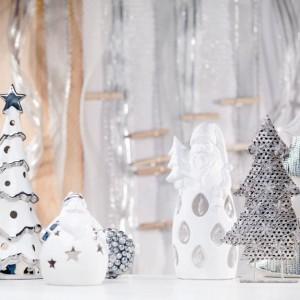 W srebrnej koleckji Snowflakes' Charm znajdziemy piękne, porcelanowe świeczniki i lampiony w kształcie choinek oraz zabawnych, grubiutkich Mikołajów. Fot. Home&You.