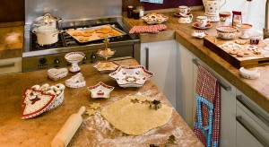 Jak ułatwić sobie przygotowywanie świątecznych potraw? Uzbroić się w sprytne obieraczki, otwieracze butelek i puszek czy formy do wypieków o fantazyjnym kształcie.