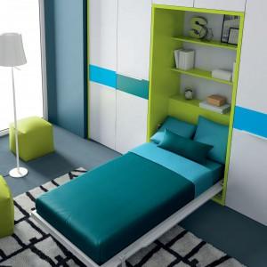 Rozkładane łóżko to znakomite rozwiązanie do pokoi dziecięcych, gdyż daje większą powierzchnię do zabawy w ciągu dnia. Model Divertido marki Ros. Fot. Ros.