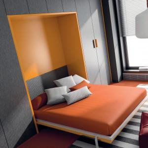 Konstrukcja oparta na sprawdzonym mechanizmie do wielokrotnego stosowania. Pomarańczowo-szary model Rest w wersji otwartej. Fot. Ros.