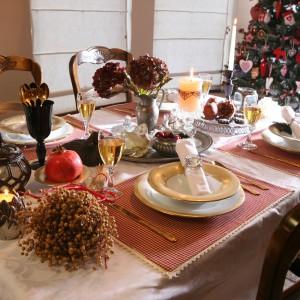 Przy tak pięknie nakrytym stole świąteczny obiad będzie smakowała jeszcze bardziej wybornie. Fot. Bartosz Jarosz.