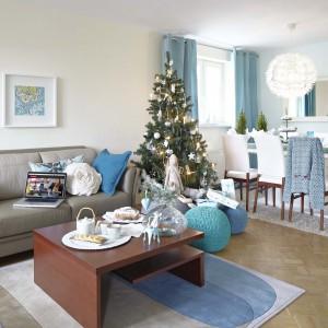 Warto zadbać, aby także fotele i sofy były odświętnie i nastrojowo przybrane np. poduszkami ze świątecznymi motywami lub w pięknej zimowej kolorystyce. Fot. Bydgoskie Meble.
