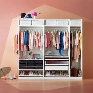 W dobrej organizacji przestrzeni szafy lub garderoby pomogą liczne akcesoria dostępne w ofercie producentów. Fot. IKEA.