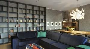 Mieszkanie pokazowe w nowoczesnym kompleksie Situla, zlokalizowanym w samym centrum Słoweńskiej metropolii, jest czymś więcej niż tylko kolejnym ładnym wnętrzem. W jego aranżacji odczuwalne są inspiracje zarówno wielkomiejskim zgiełkiem, jak i