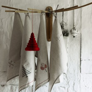 Ręczniki kuchenne ze świąteczną grafiką. Fot. Nordal.