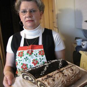 Na zdjęciu: autorka smakowitych makowców, pani Elżbieta Kożuszek. Fot. Radosław Kożuszek.