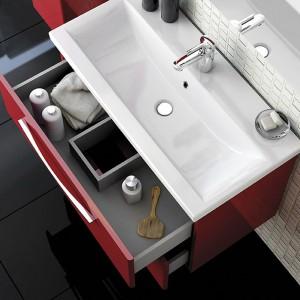 Szafka podumywalkowa z serii mebli łazienkowych Jump Elita ma dwie szuflady na kosmetyki. Fot. Elita.
