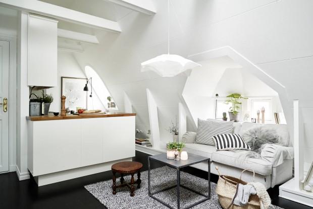 Niewielkie mieszkanie ma zaledwie 31 metrów kwadratowych. Na tej niewielkiej przestrzeni urządzono jednak piękne, jasne wnętrze, nie zdradzające małego metrażu.
