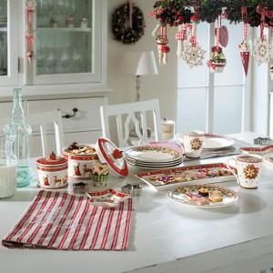 Porcelanowe naczynia z kolekcji Winter Bakery Deligh zostały ozdobione motywami kojarzącymi się z zimą i Bożym Narodzeniem oraz rysunkami świątecznych słodkości. Fot. Villeroy&Boch.