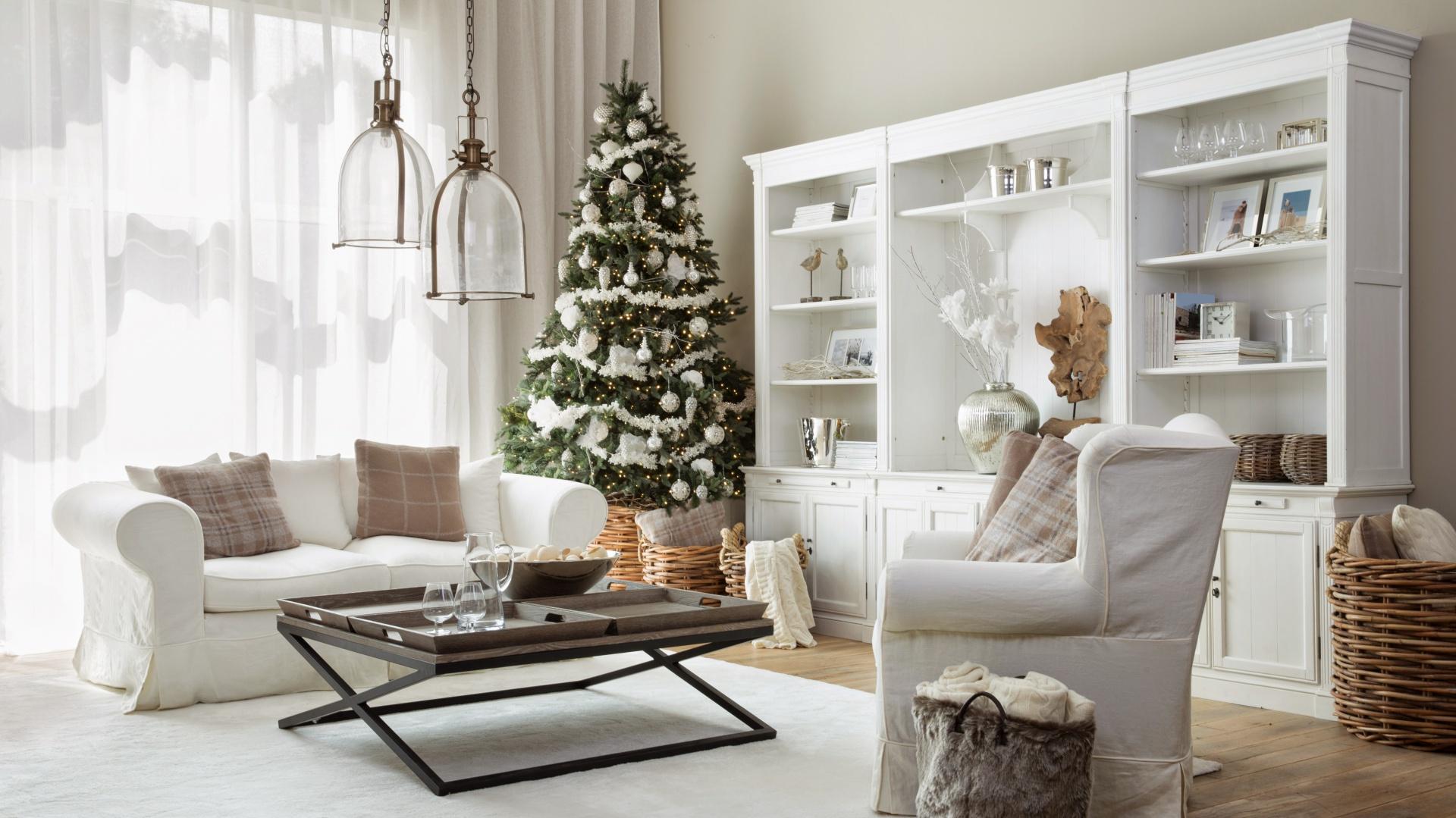Meble i dodatki z oferty marki Flamant zapewnią śnieżnobiały klimat na cały rok. Fot. Flamant.