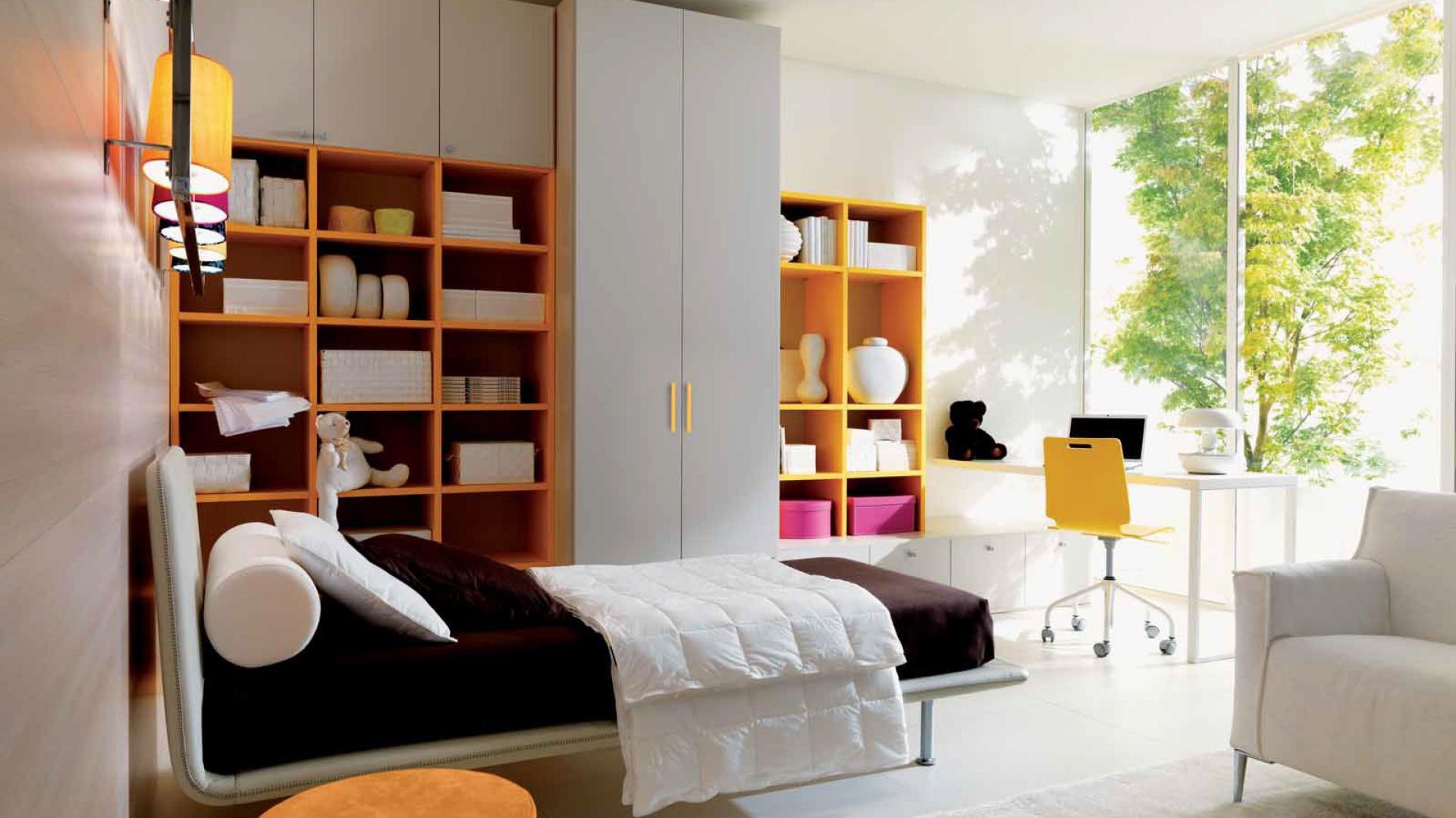 Pokój nastolatki zaprojektowano tak, aby znalazło się w nim miejsce do nauki, snu, a także przestrzeń do spotkań z kolegami czy koleżankami. Fot. Doimo Cityline.