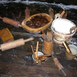Tradycyjne drewniane akcesoria do przygotowywania pierników. Fot. Radosław Kożuszek.