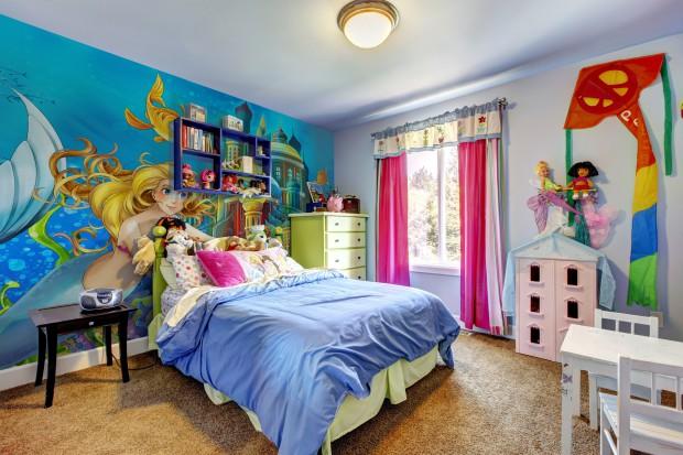 15 pomysłów na ściany w pokoju dziecka: tapety, fototapety, naklejki