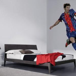 Coś dla małych i dużych fanów piłki nożnej - fototapeta z kolekcji Sport Stars marki Myloview, której głównym bohaterem jest Lionel Messi. Fot. Myloview.