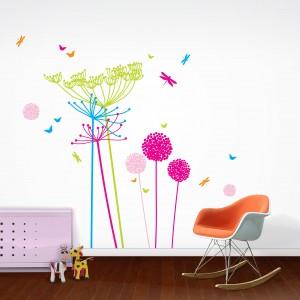 Fluorescencyjne naklejki w neonowych kolorach umożliwiają stworzenie na ścianie wesołych, kolorowych bukietów. Fot. Nubie - Modern Kids Boutiqe.