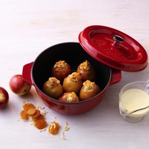 Żeliwna brytfanna z serii Arcana  ze szczelnie przylegającą pokrywką. Naczynia mogą być wykorzystane do pieczenia w piekarniku do temperatury 250 stopni Celsjusza. Fot. Fissler.