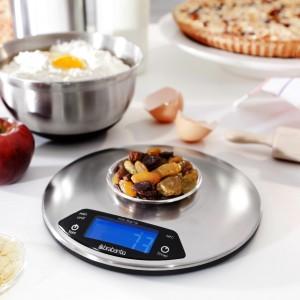 Waga Profile z timerem, dużym wyświetlaczem i funkcją tarowania dostępna w ofercie firmy Brabantia. Waży do 5 kg z dokładnością do 1 g. Wykonana ze stali nierdzewnej. Wym. 19x3,8 cm. Fot. Brabantia.