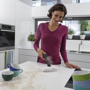 Parownice ze specjalnymi końcówkami ułatwią czyszczenie konkretnych powierzchni, np. blatów kuchennych. Fot. Kärcher.