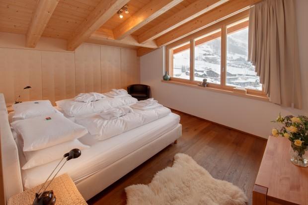 Dom w górach. Zobacz piękne, zimowe sypialnie