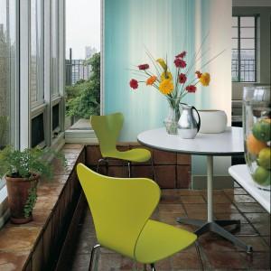 Melanżowa tapeta Sunset  z kolekcji Glance marki JVD - pomysł na subtelną dekorację ściany w jadalni. Fot. JVD.