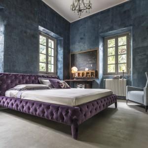 Łóżko Windsor Dream z charakterystyczną, pikowaną tapicerką. Fot. Arketipo.