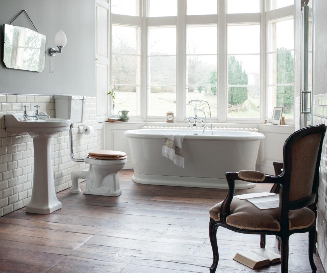 Kolekcja wyposażenia Burlington marki Regia w klasycznym stylu inspirowana klimatem angielskich łazienek. Fot. Regia.