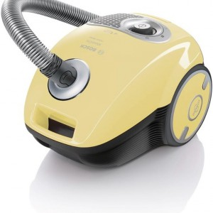 Odkurzacz Bosch ze specjalną ssawką pozwoli bez problemu wyczyścić tapicerkę, a worki z zamknięciem zapewnią łatwą wymianę bez konieczności kontaktu z kurzem. Fot. Bosch.