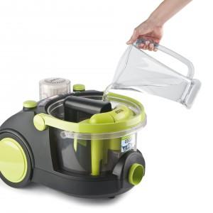 Odkurzacz od firmy MPM to idealna propozycja dla alergików i astmatyków. Dzięki zbiornikowi na wodę wypierze nasz dywan, co pozwoli zaoszczędzić czas i siły.Fot. MPM.