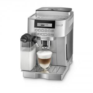 Ekspres marki Delonghi nie tylko spienia mleko z automatu, ale również posiada młynek oferujący 13 stopniu regulacji rozdrobnienia kawowych ziaren. Fot. Delonghi.