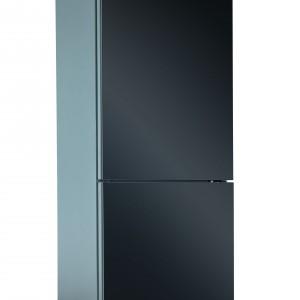 Lodówka Amica w stylowym, czarnym kolorze z oddzielną chłodziarką i zamrażarką ma w sumie 304 litry pojemności, z czego aż 90 przypada na pojemny zamrażalnik. Fot. Amica.