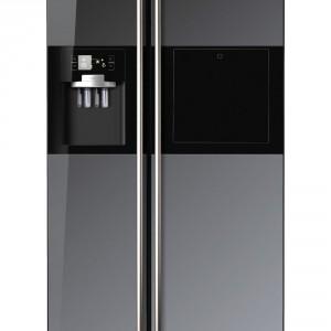 Lodówka Samsung zawiera szufladę CoolSelect Zone z niezależnym sterowaniem, a także kostkarkę do lodu. Fot. Samsung.