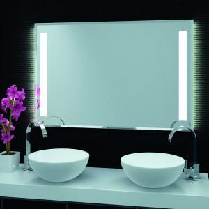 Lustro Duoline firmy szkło-Lux ma klasyczną forma;  po obu stronach lustra podświetlenie: profile POWER LED, które generują 2 razy więcej światła niż standardowe pasy ledowe, efekt podświetlenia jest równomierny i wyrazisty, trwałość ok. 30 tys. godz.; specjalna warstwa ochronna chroni lustro przed korozją. Fot. Szkło-Lux.