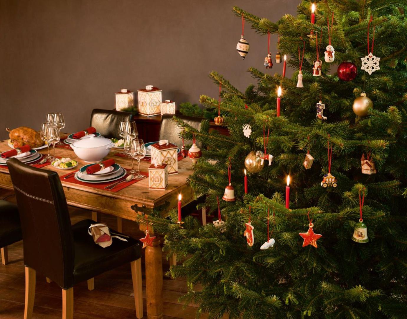 Czarujące zawieszki o przeróżnych kształtach zaczerpniętych z tradycyjnych motywów bożonarodzeniowych i bajkowych. Porcelanowe figurki przywołują nostalgiczne wspomnienia. Fot. Villeroy&Boch.