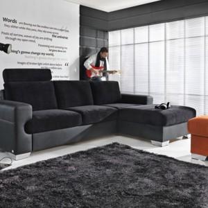Przytulna kanapa narożna z kolekcji Ego tapicerowana miękkim welurem posiada funkcję spania oraz miejsce na pościel. Fot. Meble Wejnert.