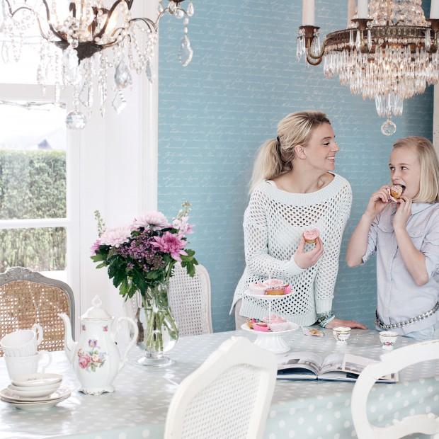 Ściany w jadalni: wykończ je tapetą