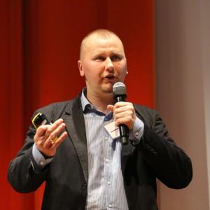 Zbigniew Bogusławski - menedżer ds. inwestycji Pfleiderer zaprezentował nowości z oferty firmy.