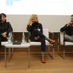 W dyskusji udział wzięli: Magdalena Chojnacka - projektantka wzornictwa, założycielka pracowni Bongo Design, Katarzyna Herman-Janiec - projektantka wzornictwa, stworzyła markę Protein Design, Łukasz Pastuszka - współwłaściciel studia Moomoo Architects.