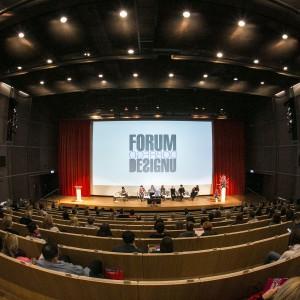 """Po krótkiej przerwie na sali głównej rozpoczął się panel """"Wzornictwo - najnowsze światowe trendy w roku 2014, 2015, 2016""""."""