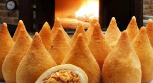 Pierogi to polska specjalność?Nic bardziej mylnego – kieszonki z ciasta nadziane farszem jada się pod każdą szerokością geograficzną, a różnorodność wariacji smakowych i form podania jest naprawdę imponująca. W Argentynie pieczone empana