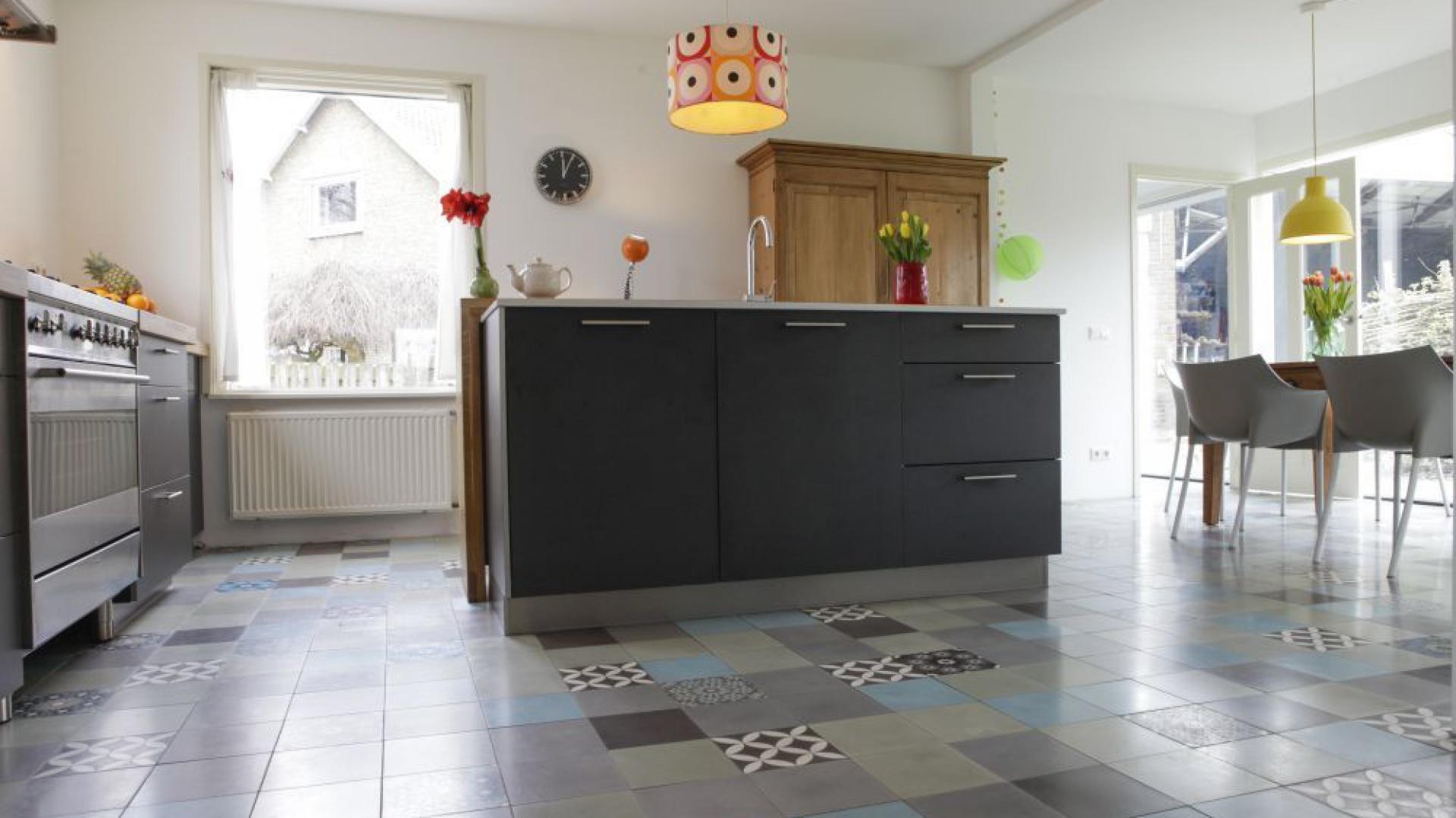 piękne p�ytki cementowe w pod�oga w kuchni i jadalni